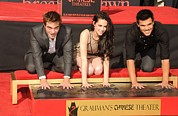 Handprint Prints - Robert Pattinson, Kristen Stewart Print by Everett