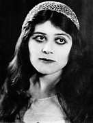 1910s Art - Romeo And Juliet, Theda Bara, 1916 by Everett