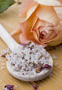 Salt Art - Rose-flavored sea salt by Frank Tschakert