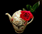 Lainie Wrightson Prints - Rose with China Teapot Print by Lainie Wrightson