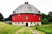 Illinois Barns Metal Prints - Round Red Barn Metal Print by Daniel Ness