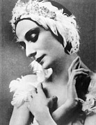 1910s Candid Framed Prints - Russian Ballet Dancer Anna Pavlova Framed Print by Everett