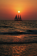 Daniel Portalatin - Sailboat in the Sunset