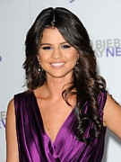 Selena Gomez Framed Prints - Selena Gomez At Arrivals For Justin Framed Print by Everett