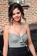 Strapless Dress Posters - Selena Gomez Outside The Late Show Poster by Everett