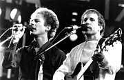 Live Art Prints - Simon and Garfunkel 1982 Print by Chris Walter
