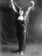 Vamp Prints - Sin, Theda Bara, 1915 Print by Everett