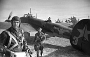World War 2 Aviation Prints - Soviet Pe-2 Bomber And Crew, 1942 Print by Ria Novosti
