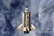 Space Shuttle Endeavor Prints - Space Shuttle Endeavor Print by Science Source