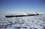 Ice Floes Art - Ss Manhattan Sails In Melville Sound by Joe Rychetnik