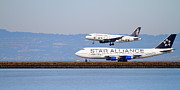 Jet Star Photo Metal Prints - Star Alliance Airlines And Frontier Airlines Jet Airplanes At San Francisco Airport . Long Cut Metal Print by Wingsdomain Art and Photography