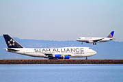 Airplane Landing Framed Prints - Star Alliance Airlines And United Airlines Jet Airplanes At San Francisco International Airport SFO  Framed Print by Wingsdomain Art and Photography