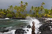 Tribal Art Photos - Statue At The Edge Of The Surf by Todd Gipstein