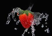 Dine Prints - Strawberry-Splash Print by Manfred Lutzius