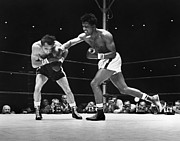 Athlete Photo Framed Prints - Sugar Ray Robinson Framed Print by Granger