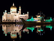 Steve Huang Prints - Sultan Omar Ali Saifuddin Mosque at Night Print by Steve Huang