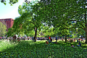 Washington Square Park Framed Prints - Sunday Afternoon at Washington Square Framed Print by Randy Aveille