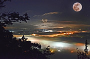Super Stars Photo Posters - Super Moon Over Harriman Poster by Paul Mashburn