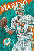 Dan Marino Framed Prints - Surveying the Field Framed Print by David Courson