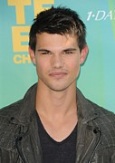 Teen Choice Awards Framed Prints - Taylor Lautner At Arrivals For 2011 Framed Print by Everett