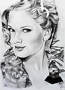 Taylor Swift Drawings - Taylor Swift by Andrea Realpe