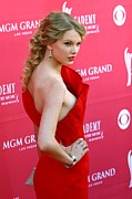 Taylor Swift Photos - Taylor Swift Wearing An Angel Sanchez by Everett