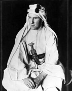 Arabian Attire Posters - T.e. Lawrence Aka Lawrence Of Arabia Poster by Everett