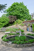 Fountain Photos - TERRACE GARDENS Richmond Hill gardens with the famous view from the hill by Andy Smy