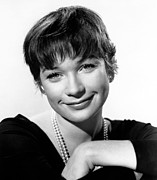 1960 Movies Photos - The Apartment, Shirley Maclaine, 1960 by Everett