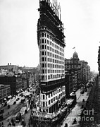 Flatiron Building Posters - The Flatiron Building, Nyc Poster by LOC/Photo Researchers