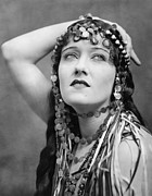 Swanson Photo Framed Prints - The Great Moment, Gloria Swanson, 1921 Framed Print by Everett