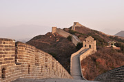 Surrounding Wall Prints - The Great Wall Of China Print by Huang Xin