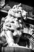 County Hall Prints - The Lion in London Print by John Rizzuto