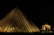 Art Museum Prints - The Louvre Pyramid and the Arc de Triomphe du Carrousel at night Print by Sami Sarkis