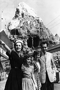 Nixon Art - The Nixon Family On Vacation Pat Nixon by Everett