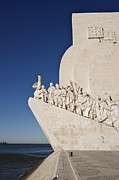 Discoveries Prints - The Sculpture Monument To Discoveries Print by Jim Richardson