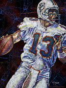 Dan Marino Drawings Framed Prints - The Shotgun Framed Print by Maria Arango