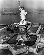 Ev-in Art - The Statue Of Liberty, New York City by Everett