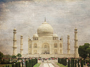 Tomb Photos - The Taj Mahal by Paul Ward