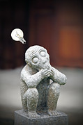 Brown Head Sculpture Prints - The thinker revisited. Print by Gwoeii Ho