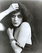 1910s Portrait Posters - Theda Bara In Sin, 1915 Poster by Everett