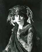 Black Lace Prints - Theda Bara In The Broadway Show The Print by Everett