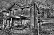 Old House Photos - This old House by Todd Hostetter