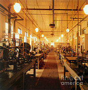 Thomas Alva Edison Photos - Thomas Edisons Laboratory by Science Source
