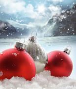 Three Red Christmas Balls In The Snow Print by Sandra Cunningham