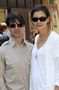 White T-shirt Photos - Tom Cruise Wearing Ray-ban Sunglasses by Everett