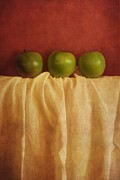 Red Fabric Art - Trois Pommes by Priska Wettstein