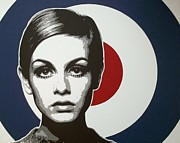 Twiggy Pop Art Paintings - Twiggy by Dan Carman
