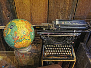 Typewriter Photos - Underwood Typewriter by Linda Pulvermacher