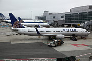 Boeing 767 Prints - United Airlines At Foggy SFO International Airport . 5D16937 Print by Wingsdomain Art and Photography